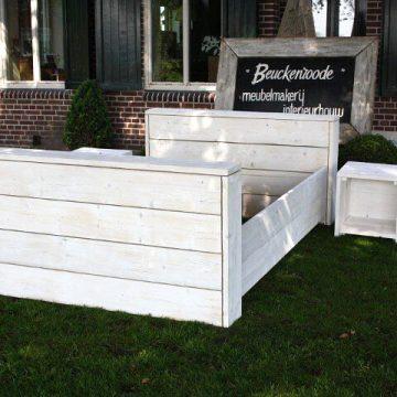 Afbeelding Beuckenroode tweepersoonsbed whitewash buiten in de tuin